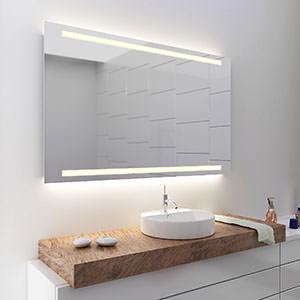 Badezimmerspiegel mit licht